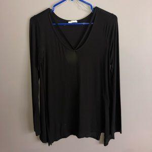Black loose long sleeve top.